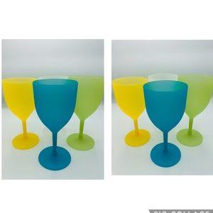 8 Plastic Wine Goblets